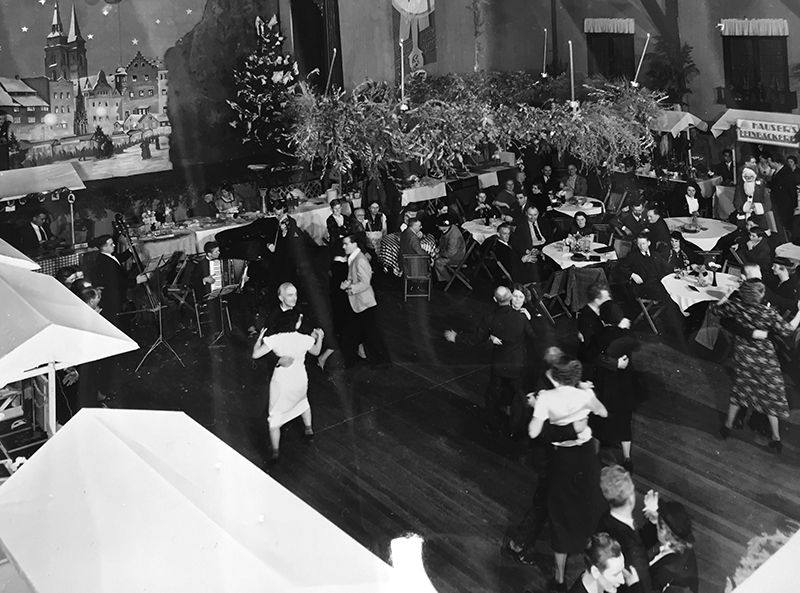 23-Christmas-Ball-at-Deustches-Haus-NACropped_grey_adj.jpg