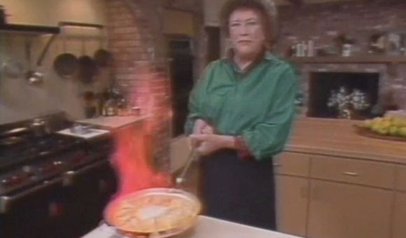 Preview thumbnail for video'Julia Child Makes Crepe Suzette