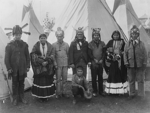 Geronimo (center, standing) at the St. Louis World's Fair in 1904.