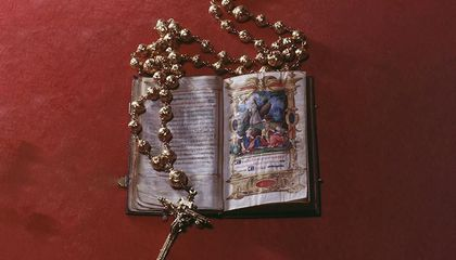 Rosary Beads Owned by Mary, Queen of Scots, Stolen in Heist at English Castle