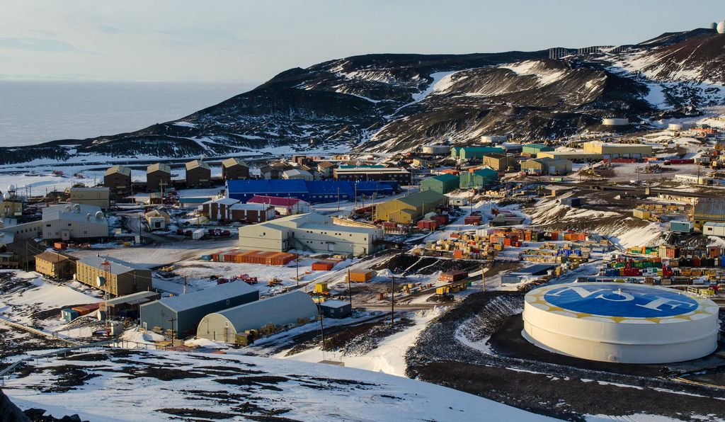 2015 photograph of McMurdo station, Antarctica