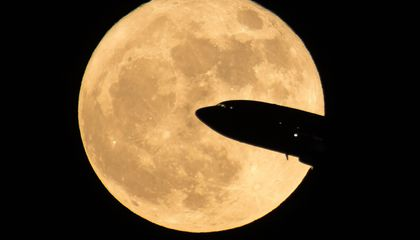 Super Pictures Capture This Year's Only Visible Supermoon