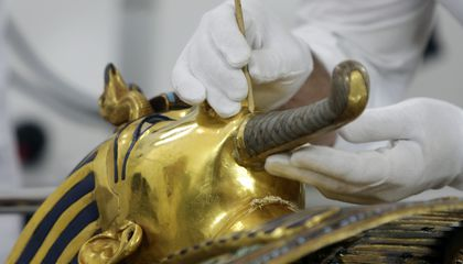 Image: 3,300-year-old mask of King Tut needs its beard fixed