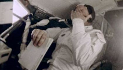 How hot was Apollo 13 on reentry?