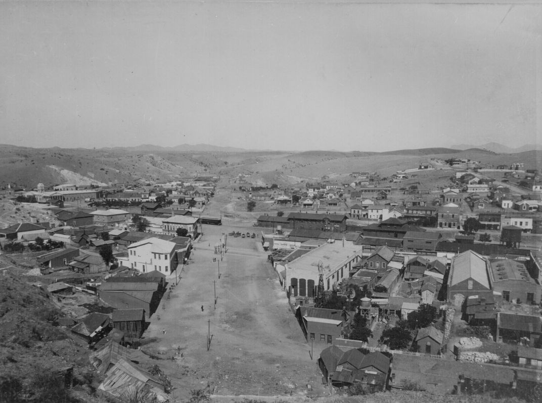 An old photograph shows the border between Arizona and Mexico around 1898.