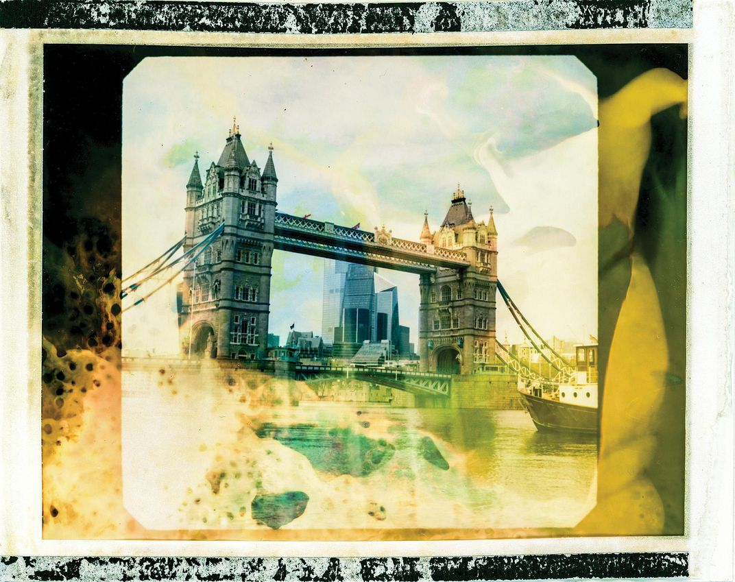 When you think of London, it's difficult not to envision the iconic Tower Bridge. On my walks into the city, I would start by following the  Thames from our flat in Bermondsey. Seeing historic landmarks like Tower Bridge or St. Paul's Cathedral gave me a