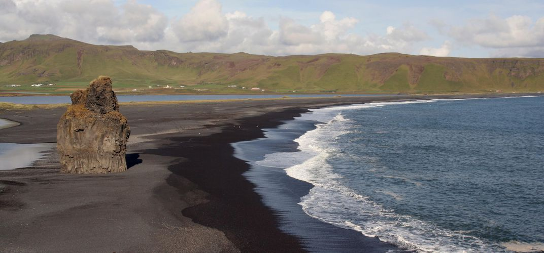 Black lava beach near Vík