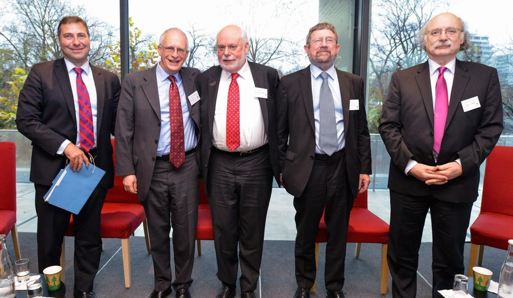 From left to right: Vaughan Turekian (moderator), Oliver Hart (economics) Sir J. Fraser Stoddard (chemistry), J. Michael Kosterlitz (physics), F. Duncan M. Haldane (physics)