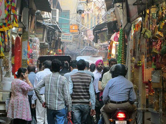 Alley in Old Delhi (Photo courtesy of Isabelle Smith)