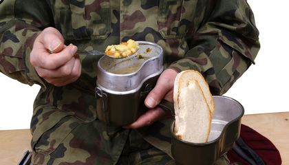 Image: What do soldiers around the world eat?