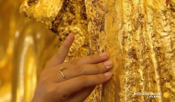 Preview thumbnail for video'How the Thinnest Burmese Gold Leaf Is Made