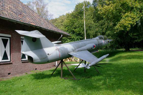 20111219104013121911-Dutch-Starfighter.jpg