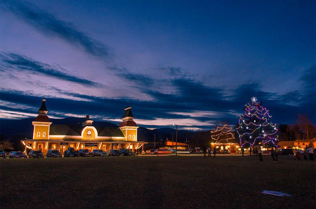 aba7cd4459a Tree lighting at Conway Scenic Railroad (Wiseguy Creative Photography)