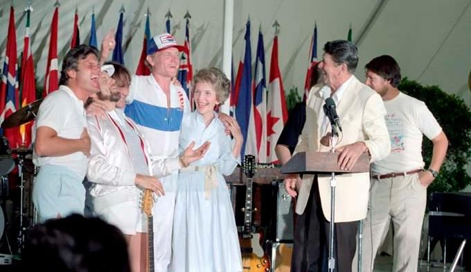 Reagans_with_the_Beach_Boys.jpg