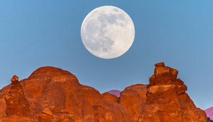 Photos of the Supermoon from Around the World