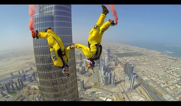 Preview thumbnail for video'What's it Like to BASE Jump From the World's Tallest Building?