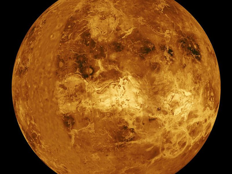 Venus, a great place to take a few laps in orbit