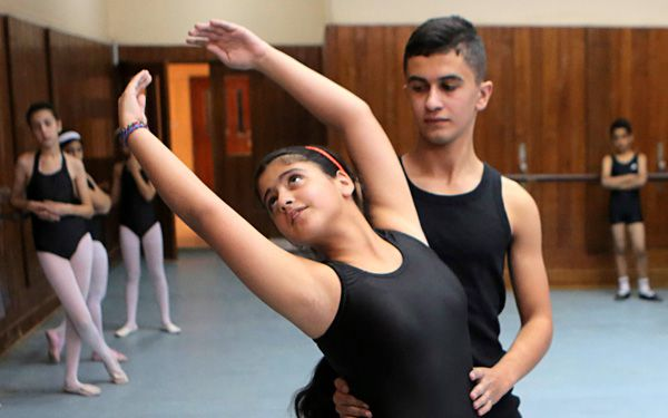 Ballet survives in war-torn Iraq