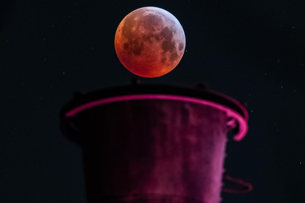 Ten Stunning Photos of the Super Blood Wolf Moon Lunar Eclipse