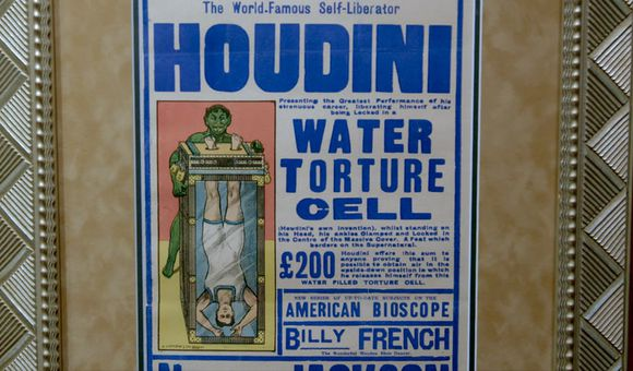 Preview thumbnail for video'This Dangerous Trick Wowed Houdini's Fans