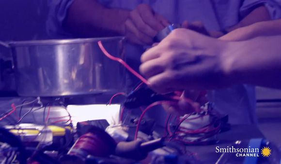Preview thumbnail for video'How a Terrorist's Homemade Bomb Made it Past Security