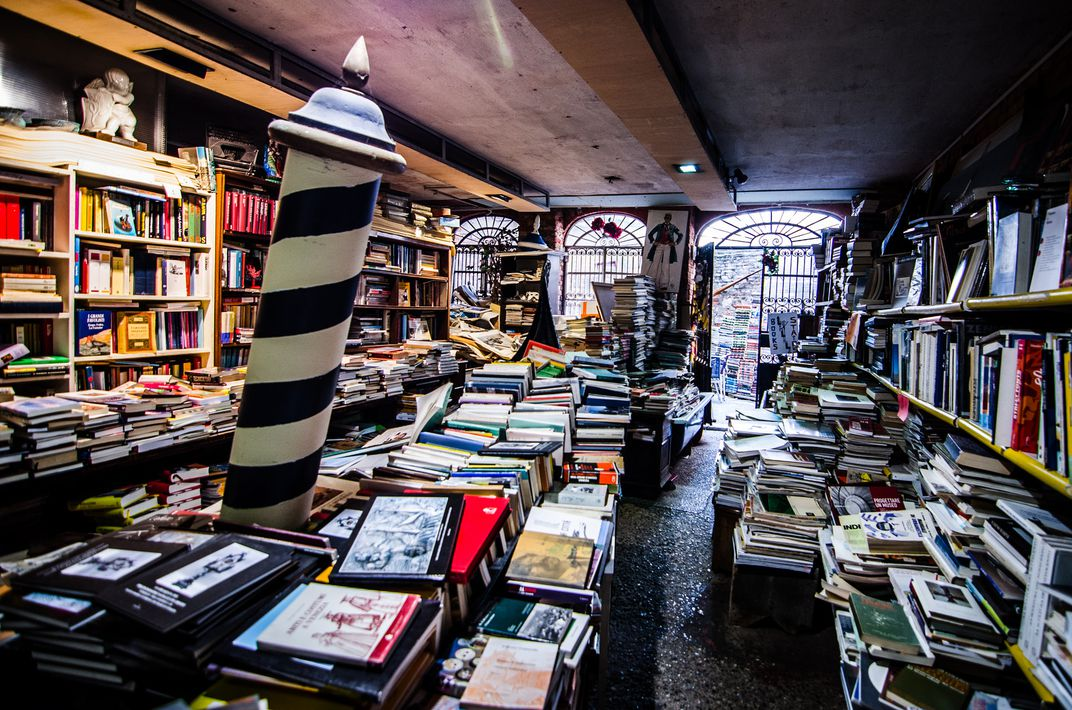 Why does this bookstore keep its books in bathtubs? travel