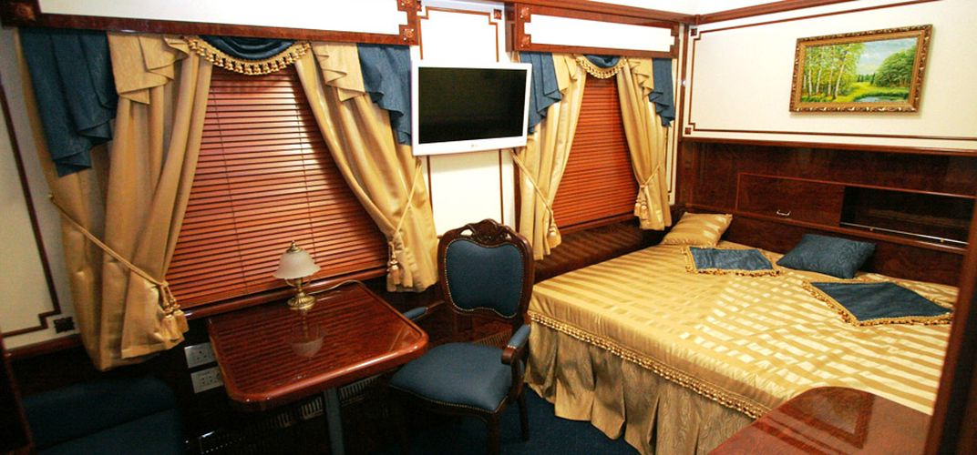 Cabin aboard the <i>Golden Eagle</i>