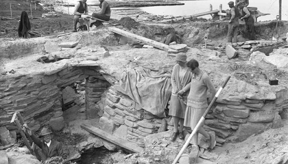 Internet Sleuths Were on the Case to Name the Women Archaeologists in These Excavation Photos