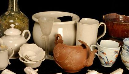 Archaeologists Discover 500 Artifacts from 18th-Century British Coffeehouse