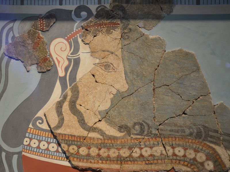 Tiryns_wall-painting_fragments_with_a_representation_of_a_procession_of_women_bearing_offerings,_from_the_later_Tiryns_palace,_14-13th_century_BC,_National_Archaeological_Museum_of_Athens_(14135136503).jpg