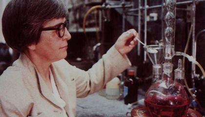 You Can Thank Chemist Stephanie Kwolek for Bulletproof Vests and Yoga Pants