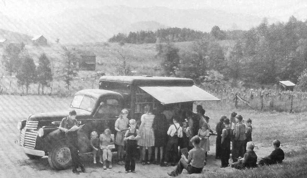 A bookmobile visiting Blount County, Tennessee, in 1943.