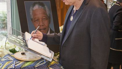 Join Carlos Santana, Thousands of Others in Remembering Nelson Mandela at African Art