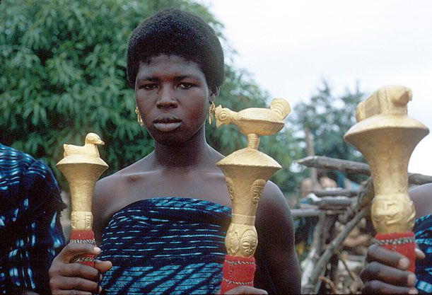 This image of a Baule woman