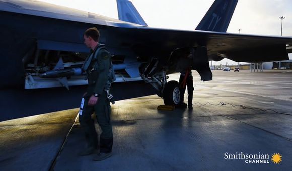 Preview thumbnail for video'A squadron of F-22s goes on a strike mission against ISIS