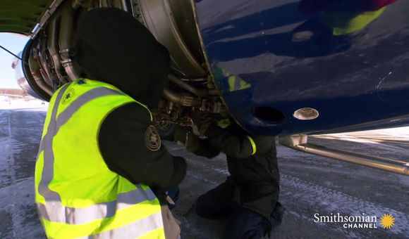 Preview thumbnail for video'How the Nolinor 737 prevents gravel from crashing its engines