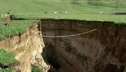 Massive Sinkhole Opens Up in New Zealand