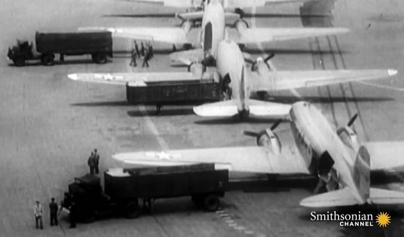Preview thumbnail for video'How the Biggest Airlift in History Saved West Berlin