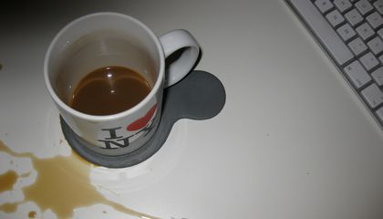 Scientists Have Found The Most Efficient Way to Hold a Coffee Mug