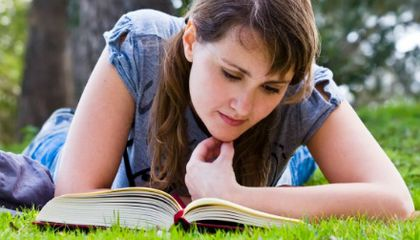 Being a Lifelong Bookworm May Keep You Sharp in Old Age