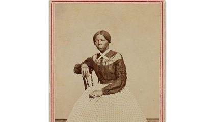 Smithsonian and Library of Congress Purchase Rare 1860s Photo of Harriet Tubman