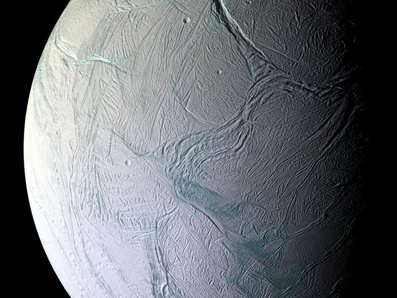 Alien life could thrive in Saturn's icy moon Enceladus, study shows