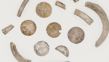 Amateur Metal-Detectorist Finds Viking 'Piggy Bank' Filled With 1,000-Year-Old Silver Coins