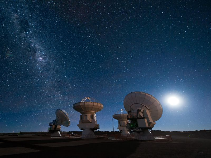 Four_antennas_ALMA.jpg