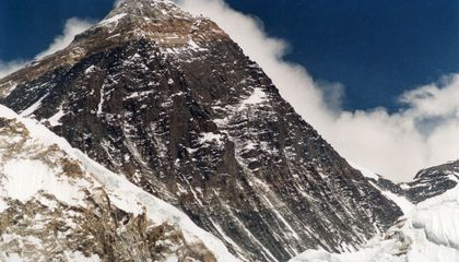 Has Hillary Step on Mount Everest Collapsed?