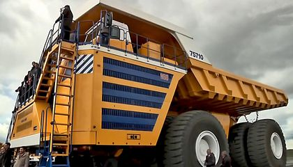 This Is the World's Largest Dump Truck