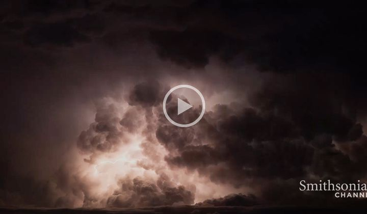 Incredible Timelapse of Dry Badlands Thunderstorm