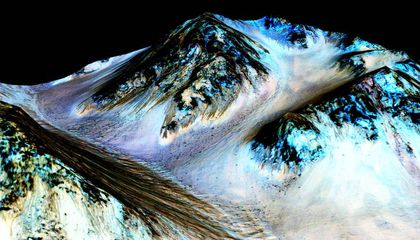 Mars' Streaks of Flowing Water May Actually Be Sand