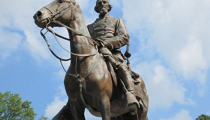 Memphis Removes Two Confederate Statues
