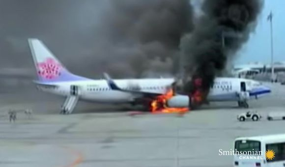Preview thumbnail for video'Raw footage of the China Airlines Flight 120 explosion